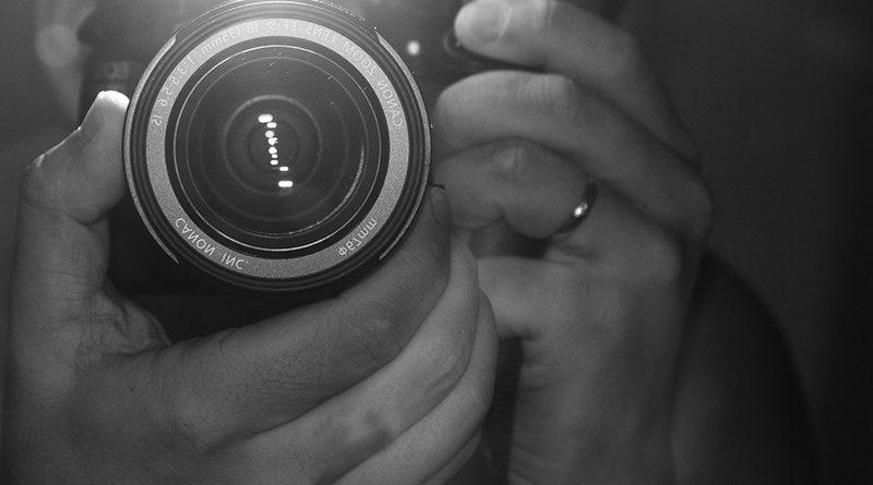 Советы начинающего фотолюбителя. Как избавиться от тени в кадре (в том числе и в Photoshop)