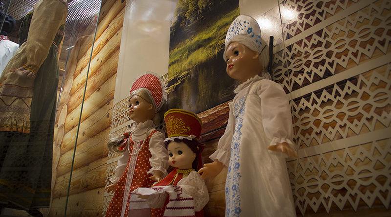 Вспомним 2015 год…. Куклы с русским характером. Выставка в Южно-Сахалинске (Сахалинский областной краеведческий музей)